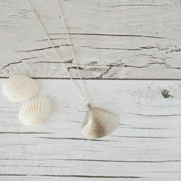 silver_clam_necklace