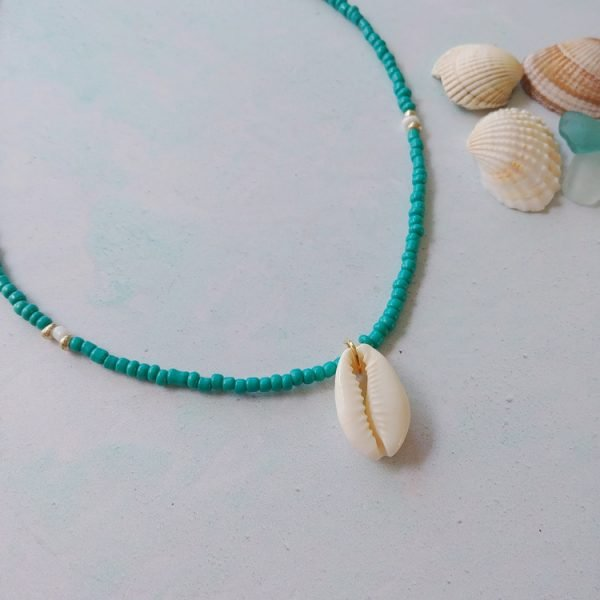 choker style beaded cowrie shell necklace