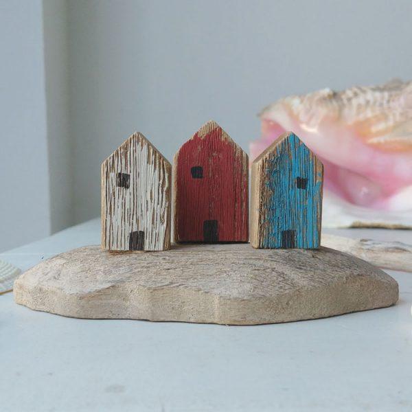 wooden beach hut trio decoration