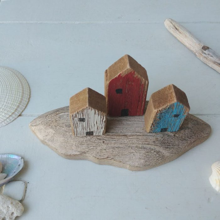 wooden beach hut trio decoration
