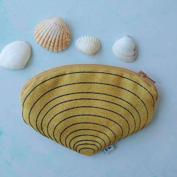 clam mustard purse